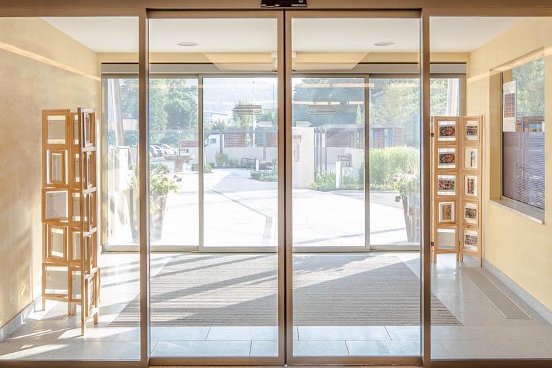 стеклянные двери монтаж