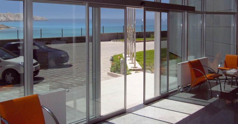 заказ стеклянные двери