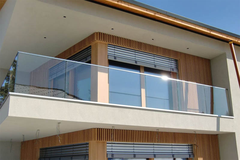 стеклянное ограждения балкона
