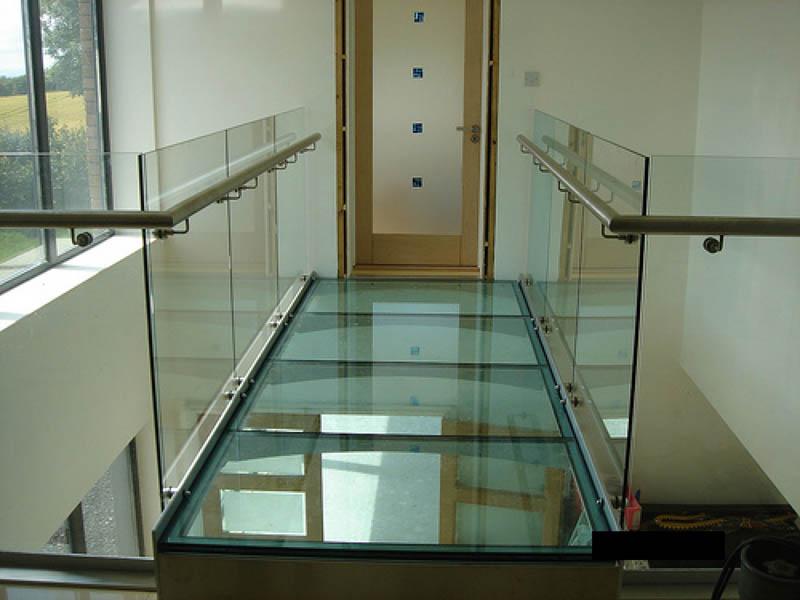 стеклянный пол стекло